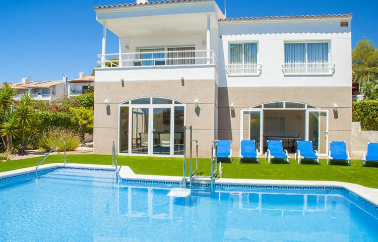 Propiedad - Chalet con piscina privada en Cunit