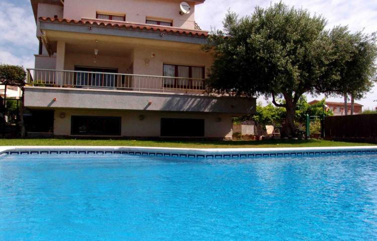 Propiedad - Chalet con piscina privada